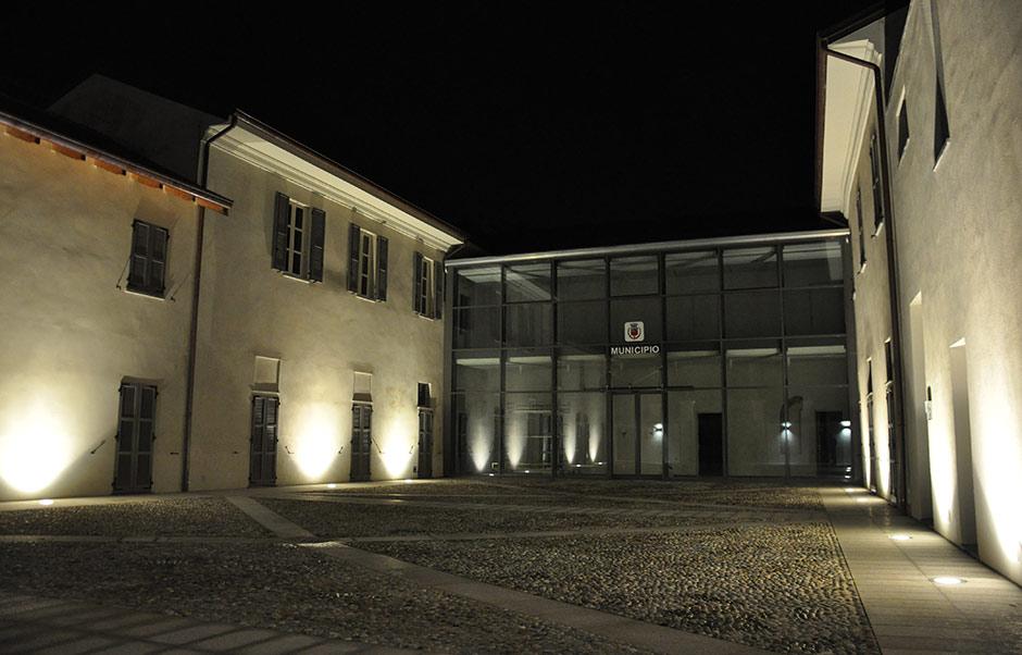 Illuminazione esterna edifici aperto luce sulla facciata di casa